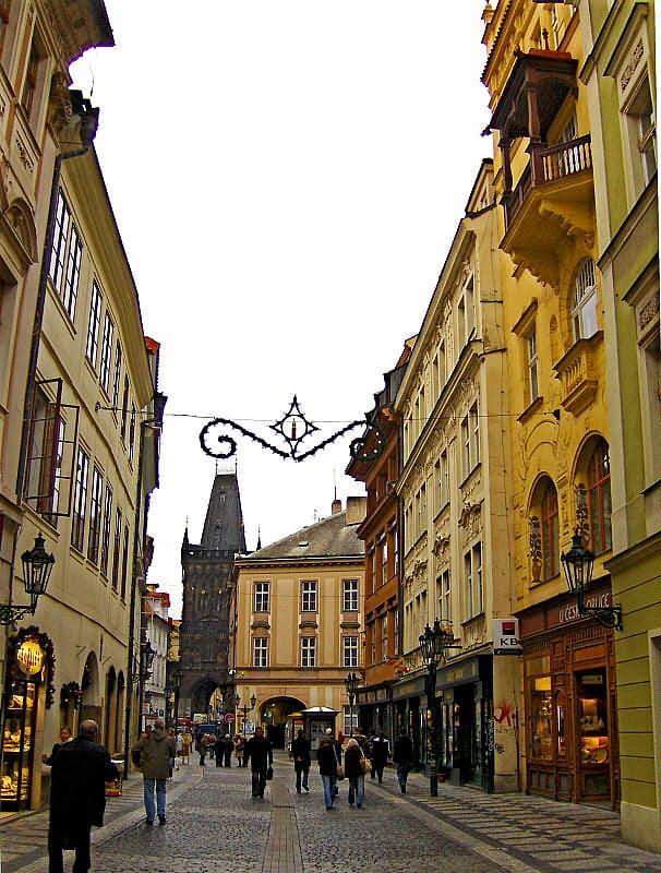 чешский пикап на улице праги