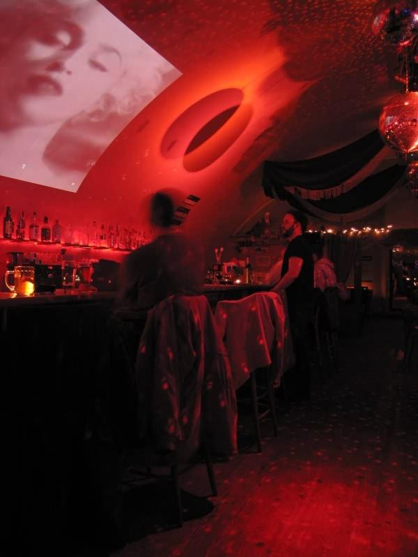 Смотреть онлайн лесбянки в баре 14 фотография