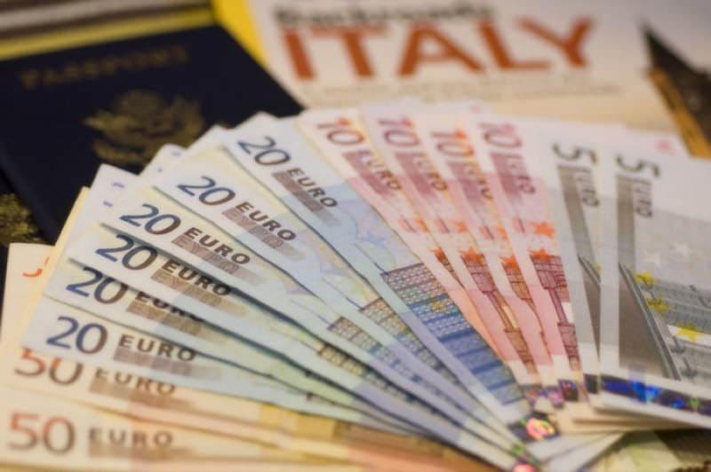 В Италии огромное количество магазинов, в основном, это магазины...
