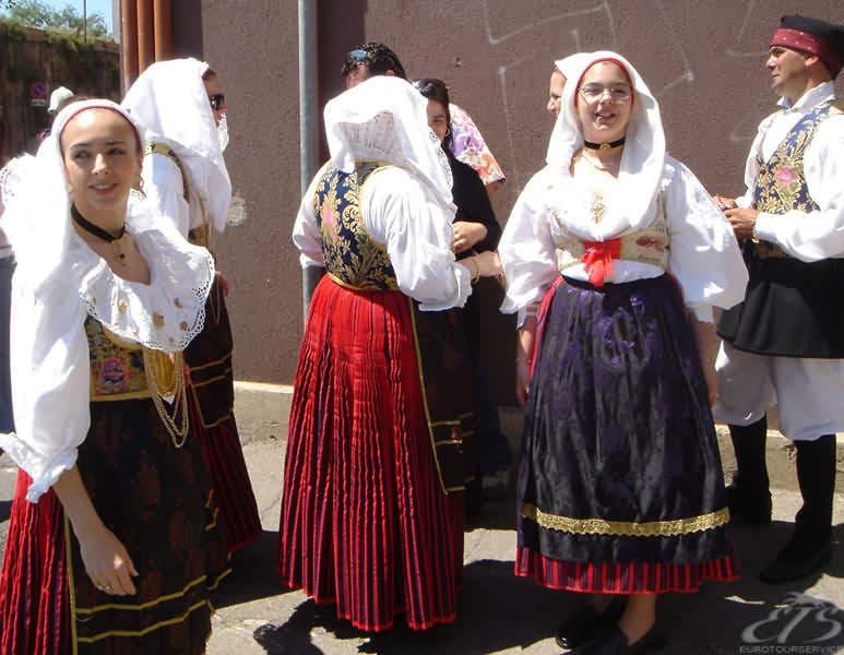 Остров Сардиния (Италия), национальные костюмы.
